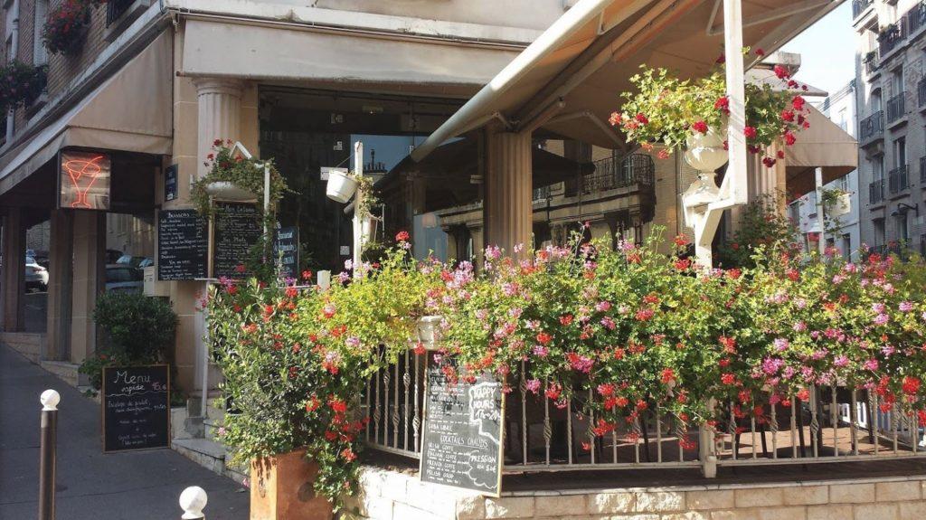 Restaurant Montmartre terrasse fleurs Paris 18
