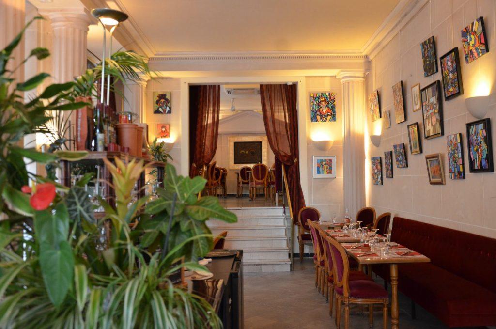 Grande salle restaurant - Bar terrasse Montmartre Les Ambassades