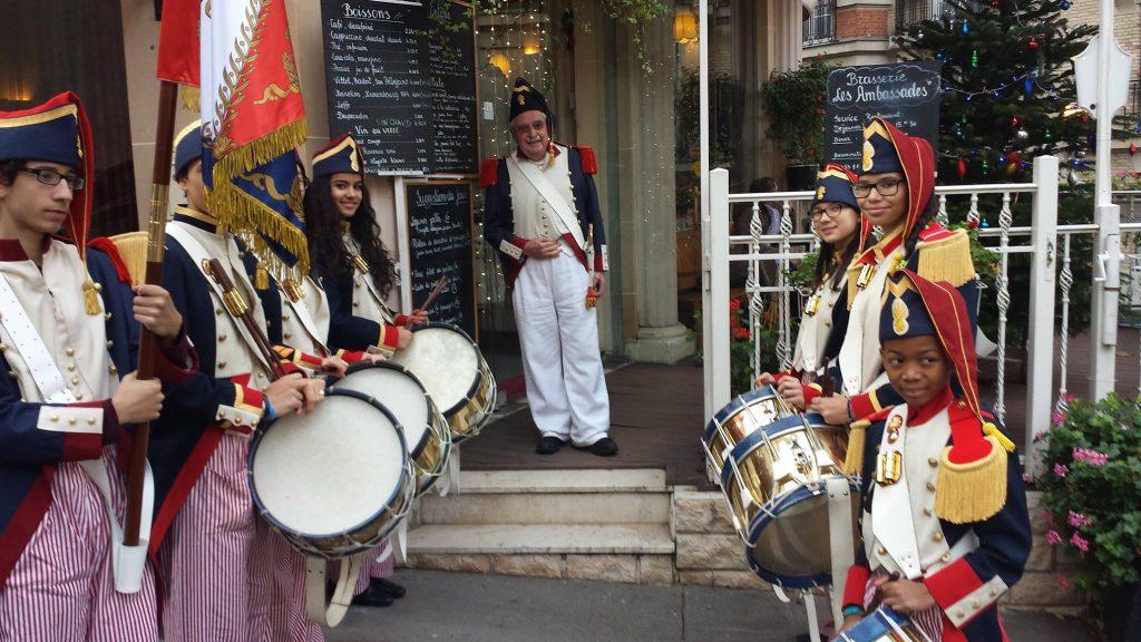 Association La République de Montmartre en visite au restaurant Les Ambassades sur la Butte Montmartre