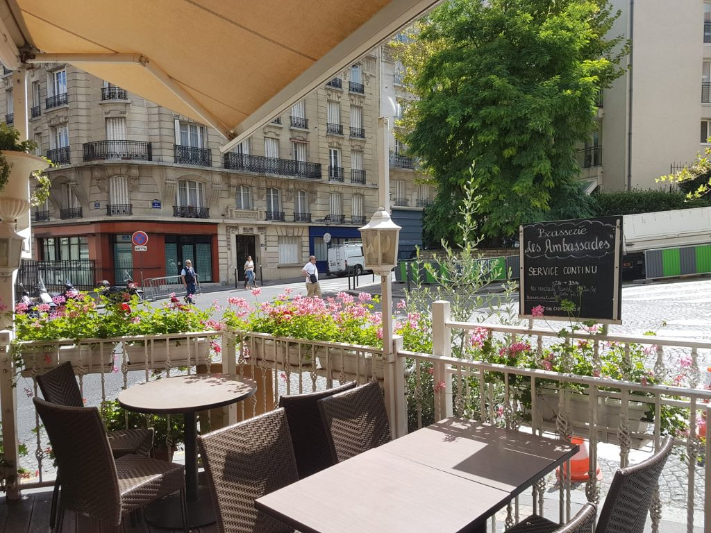 Terrace restaurant Montmartre to have a drink or lunch & dinner - Paris 18th on Butte Montmartre