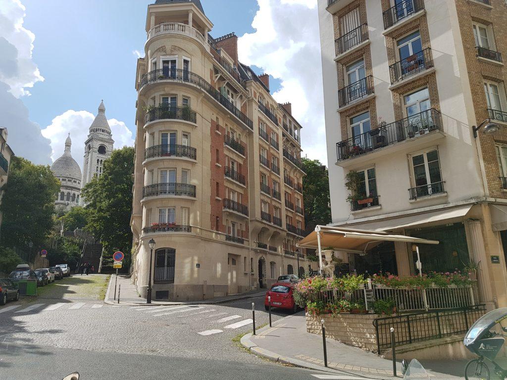 Restaurant groupe Butte Montmartre avec bar terrasse - vue sur le Sacré-Cœur