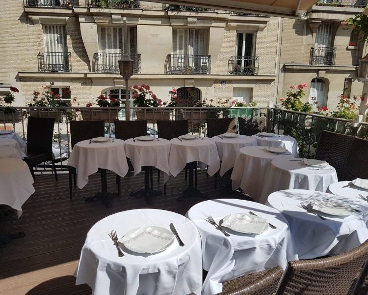 Restaurant Butte Montmartre terrasse nappes blanches
