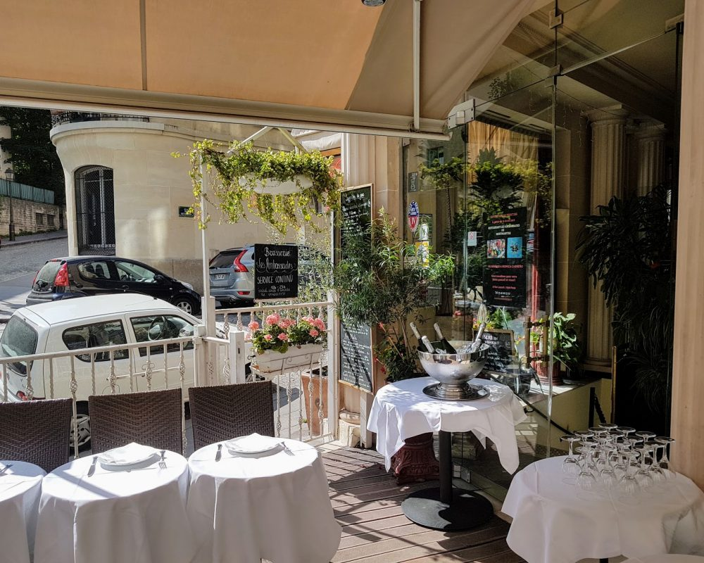 Restaurant Montmartre terrasse nappes blanches