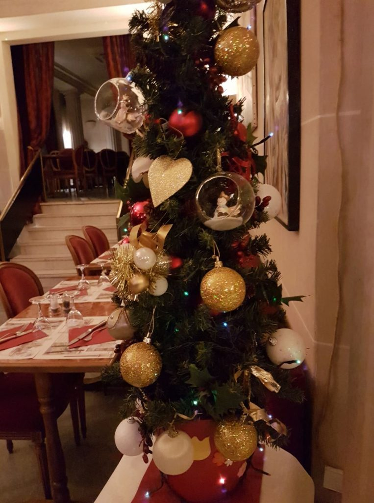 Christmas-tree-Butte Montmartre-Paris-restaurant-