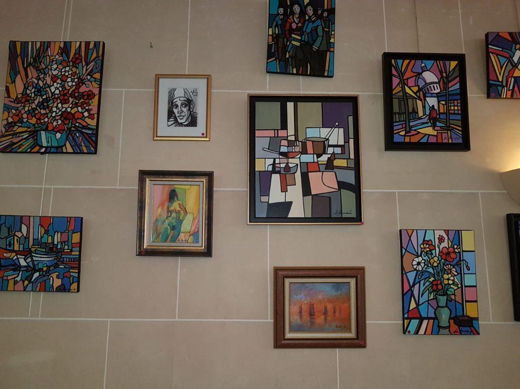Exposition peinture permanente Gil BERNARD - restaurant Montmartre Les Ambassades à Paris 18e